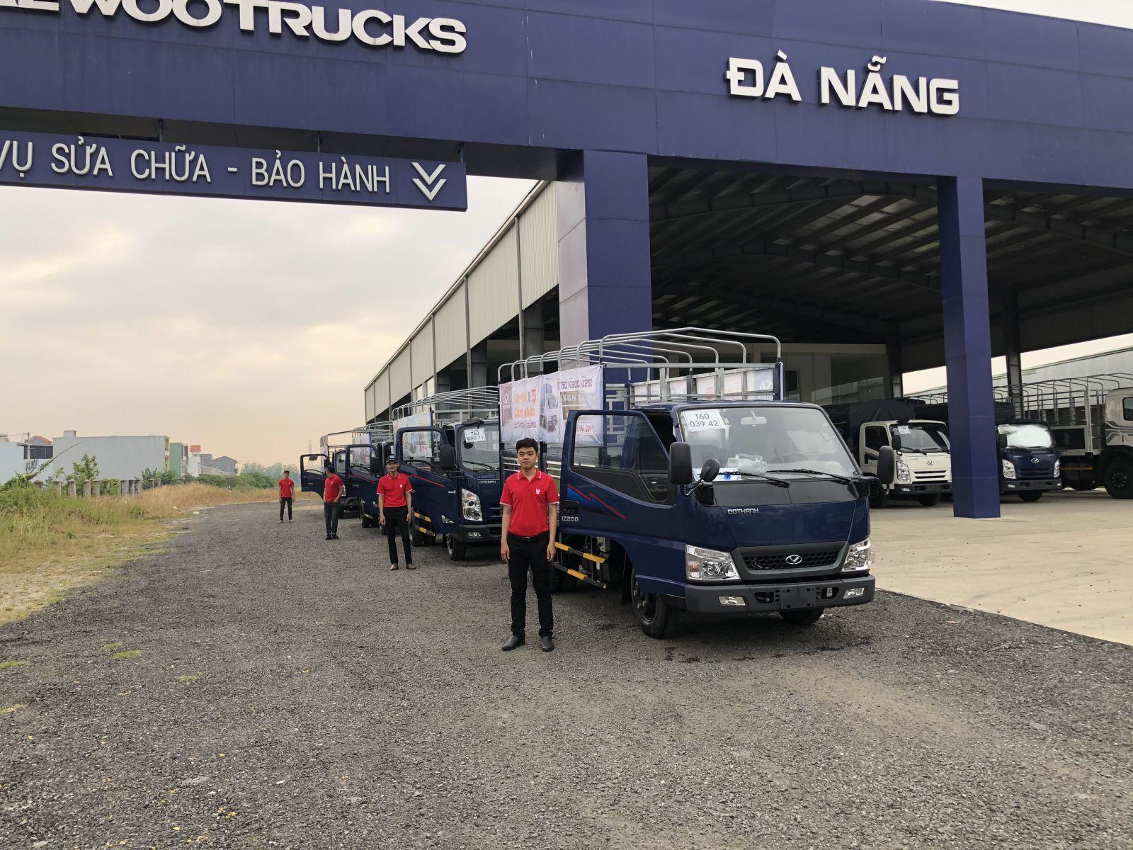 Dòng xe Đô Thành IZ và các nhân viên hỗ trợ đã sẵn sàng cho ngày đầu mở màn sự kiện Road Show tại Đà Nẵng
